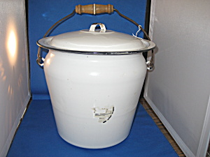 Large Enamel Slop Bucket (Image1)