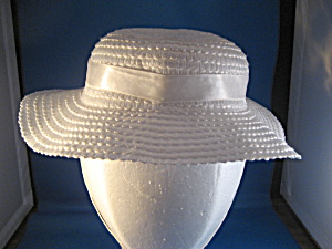 White Straw Child's Hat (Image1)