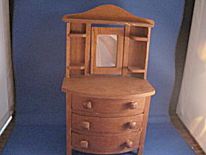 Doll Dresser (Image1)