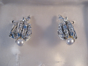 Coro Clip On Earrings (Image1)