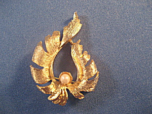 Goldtone and Pearl Brooch (Image1)