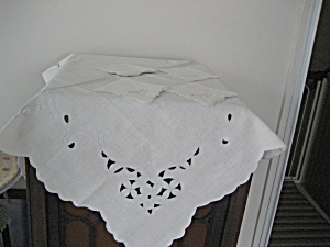 Linen Table Cloth And Four Napkins