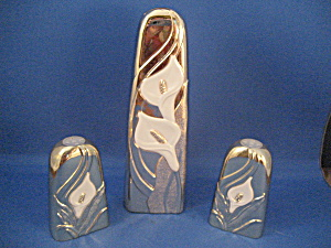 Tarnish Resistant Vase and Salt and Pepper (Image1)