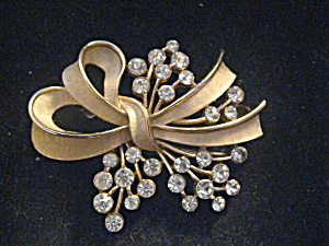 Ribbon Design Trifari Brooch (Image1)