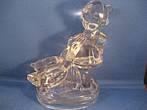 Glass Statue of The Girl and Her Ducks (Image1)