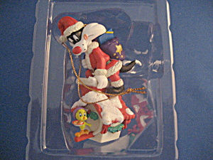 Looney Tunes Silverster As Santa On Top Of Tweety's House