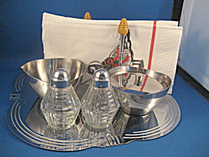 Stainless Steel Serving Set with Bakelite Tips (Image1)