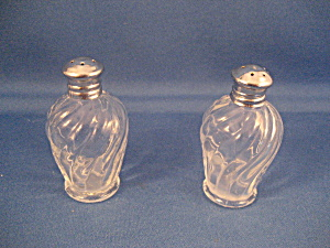 Small Salt and Pepper Shakers (Image1)