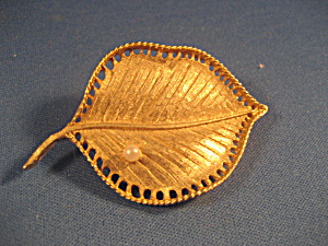Gold Tone Leaf Brooch with Real Pearl (Image1)