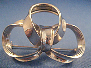 Silver Ribbon Brooch (Image1)