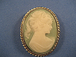 Green Cameo Brooch (Image1)