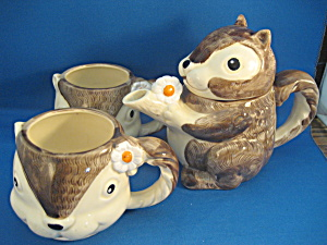 Enesco Squirrel Tea Pot and Cups (Image1)