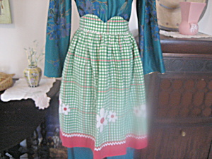 Green and White Checkered Apron (Image1)