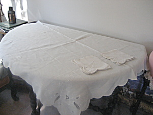 Linen Flower Table Cloth With 4 Matching Napkins