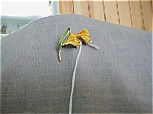 Painted Metal Lily Brooch (Image1)