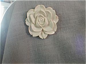 Lucite Flower Brooch (Image1)