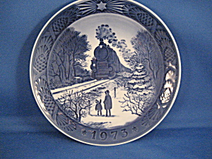Royal Copenhagen Going Home For Christmas Collectable Plate