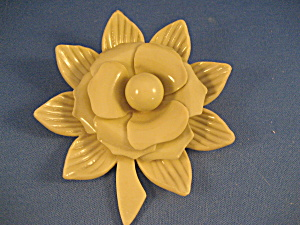 Large Plastic Flower Pin (Image1)