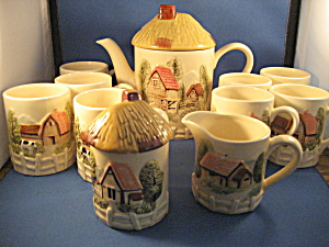 Farm Scene Coffe Pot, cream and sugar, and 8 cups (Image1)