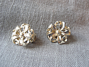 Bow Clip On Earrings (Image1)
