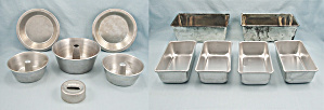 Lot 12 – Small / Mini Loaf Pans, 3 Mini Angel Food Pans, 2 Mini Pie Plates – Aluminum  (Image1)