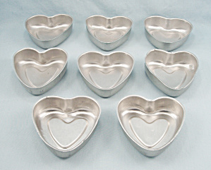 Lot 8 - Aluminum Heart Shaped Pans, Small (Image1)