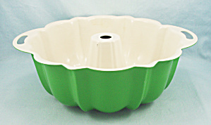 Nordic Ware Bundt Pan, Green (Image1)