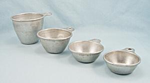Vintage Ekco – 4 Nesting Measuring Cups, Tab Handles (Image1)