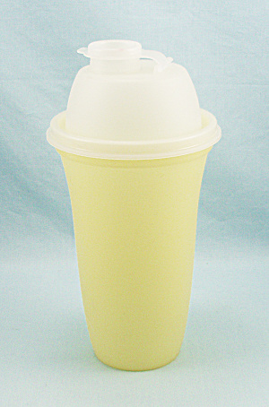 Tupperware 844-14- Quick Shaker, Mixer, Vintage Yellow