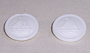 Vintage Sewing – Milk Glass Buttons (Image1)