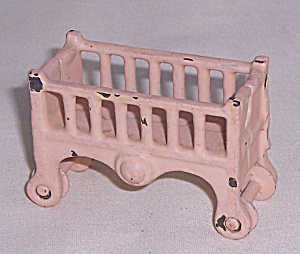 Kilgore Mfg. Co.-dollhouse Toy - Pink Baby Bed / Crib / Bassinet - On Wheels