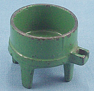 Kilgore � Cast iron � Dollhouse Furniture � No. T.-24 � Toy Washing Machine Tub � Green (Image1)