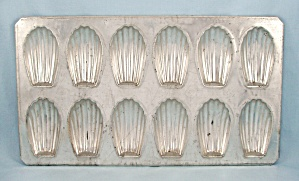 French Madeline Pan- Shell-Shaped Molds (Image1)
