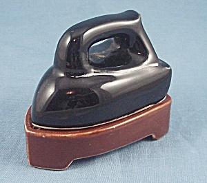 MIJ – Vintage Salt & Pepper Set– Trivet & Iron (Image1)