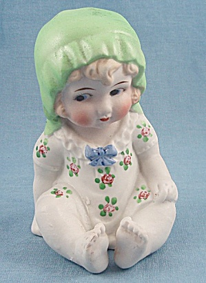 Japan – Sitting Girl, Green Hat – Piano Baby (Image1)