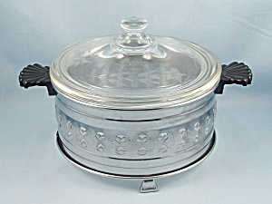 Vintage Pyrex Covered Casserole & Cradle (Image1)