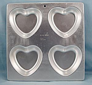 1990 -  Wilton -  Hearts � Aluminum Pan (Image1)
