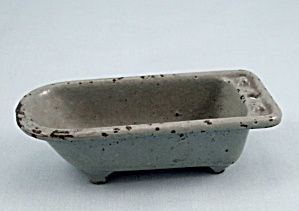 Kilgore Mfg. Co.- Dollhouse Toy � Cast Iron �Bath Tub � Gray (Image1)