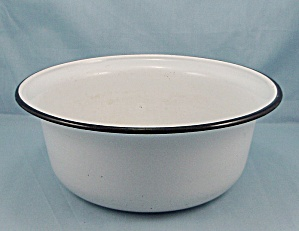 Graniteware Bowl � White, Black Trim (Image1)