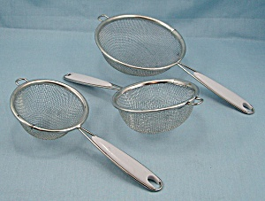 Set Three Strainers, White Handles (Image1)