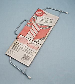 Wilton – Adjustable Cake Leveler – Original Sleeve (Image1)