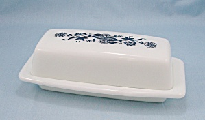Pyrex, Quarter Pound Butter Dish & Lid � Blue Onion	 (Image1)