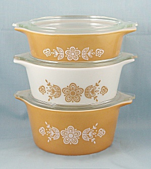 Set Of 3-Pyrex Butterfly Pattern � Bake, Serve, Store Set	 (Image1)