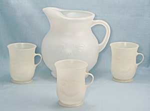 Kool-Aid Set - Pitcher, 2 Quart- Three Mugs (Image1)