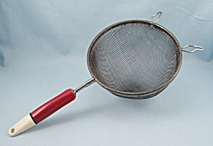 A & J � Ajax - Red & White � Kitchen Strainer, Patn�d (Image1)
