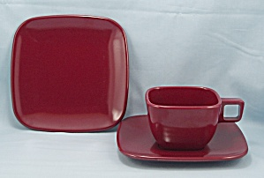 Brookpark Pattern, Maroon � Melmac Dish Set, 3 Pc. (Image1)