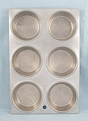 Great Northern Muffin Pan - Vintage