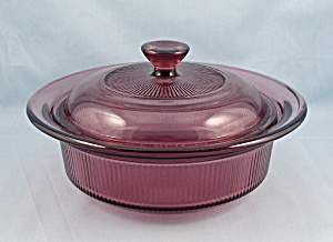 Corning Cranberry V 30 B - Visions – 24 Oz. Round Covered Casserole  (Image1)