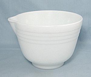 PYREX - Hamilton Beach – Racine, Wisconsin – Mixing Bowl (Image1)