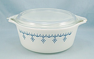Pyrex 472 - Snowflake - Blue On White - 1.5 Pt